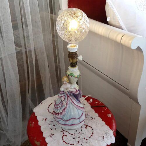 Krinolinelampe i porcelæn