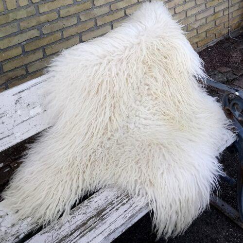 Stort hvidt krøllet lammeskind