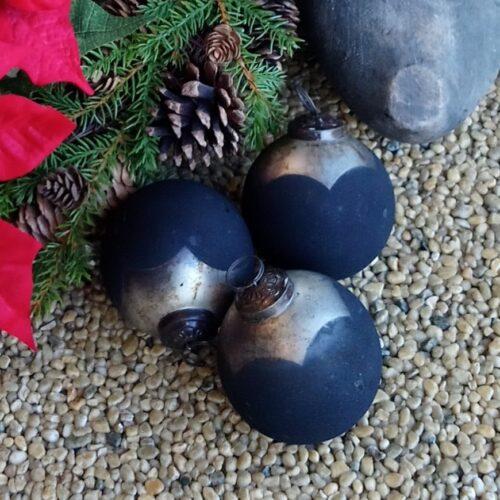 Rustikke sorte julekugler