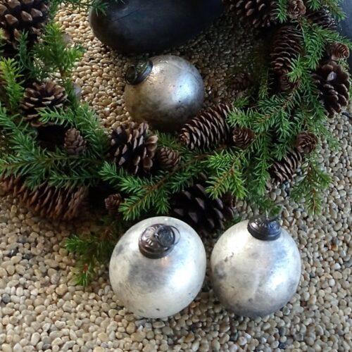 Rustikke sølvlook julekugler