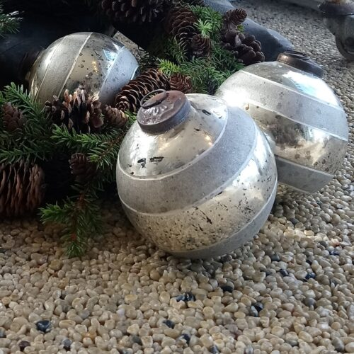 Store flotte julekugler sølvlook