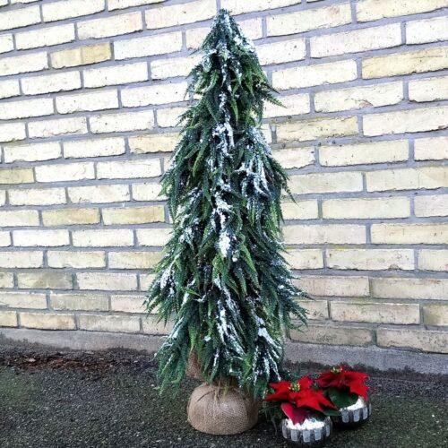 Kunstigt juletræ med sne