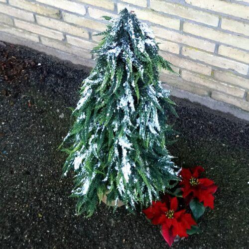 Kunstigt Cypres træ med sne