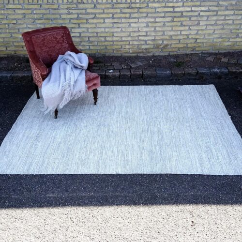 Flot lyst gulvtæppe i uld