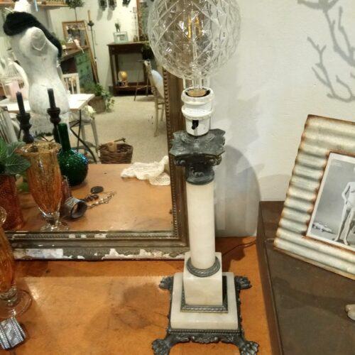 Bordlampe i marmor
