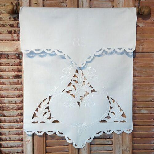 Ophæng i smukt hvidt stof