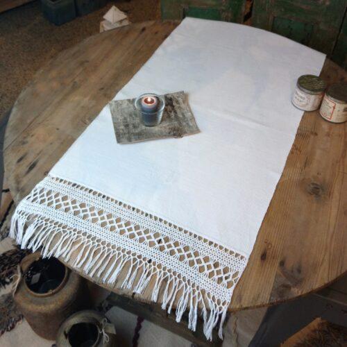 Lang bordløber med knipling