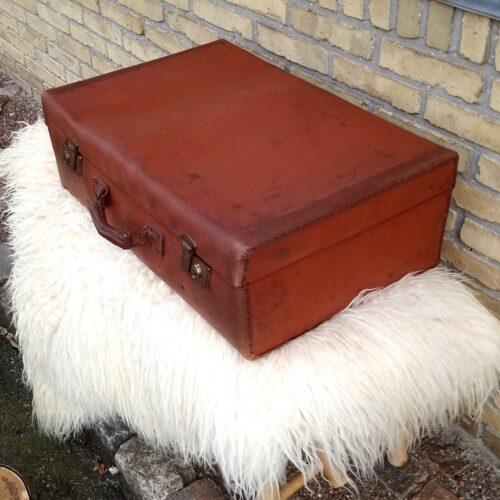 Flot kastanjebrun gammel kuffert