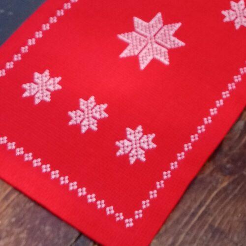 Juleløber med flot hvidt broderi