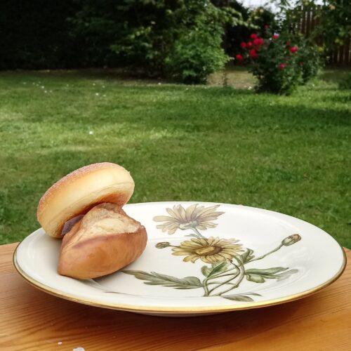 Gammel håndmalet tallerken