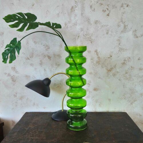 Høj grøn glasvase