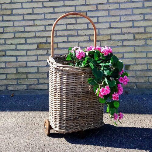 Skøn trolley i rattan