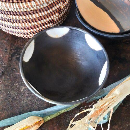 Afrikansk håndlavet lerskål