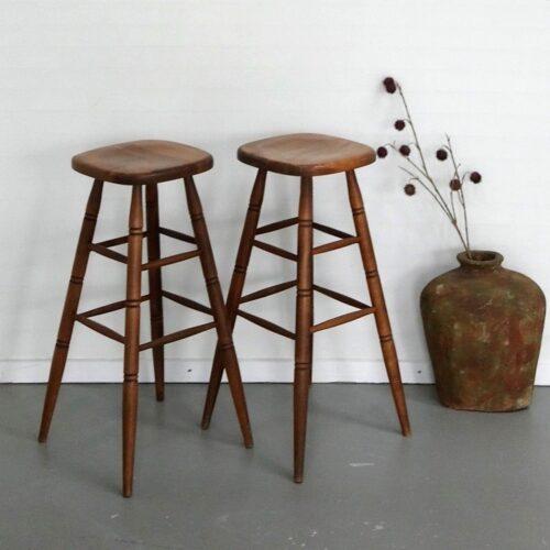 Barstole i træ - flotte solide