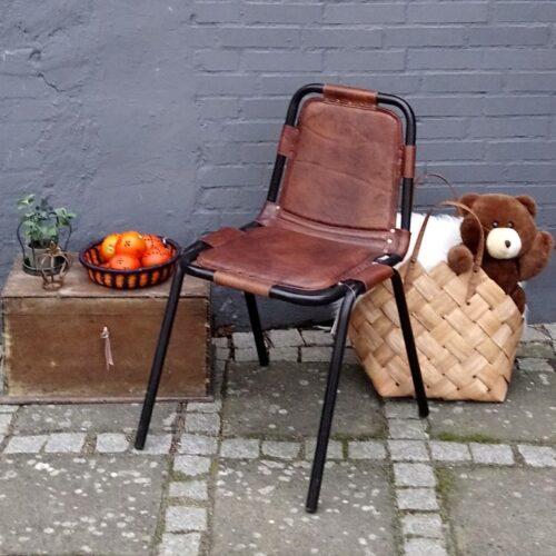Rustik læderstol med stålstel