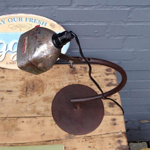 Bordlampe af gammel cykellygte