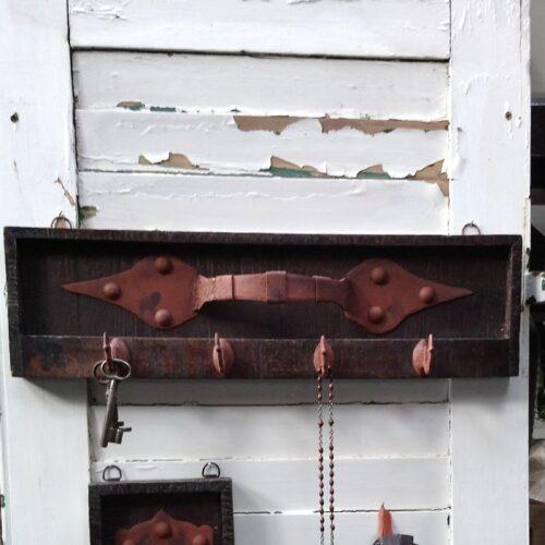 Knage af recycled træ og jern