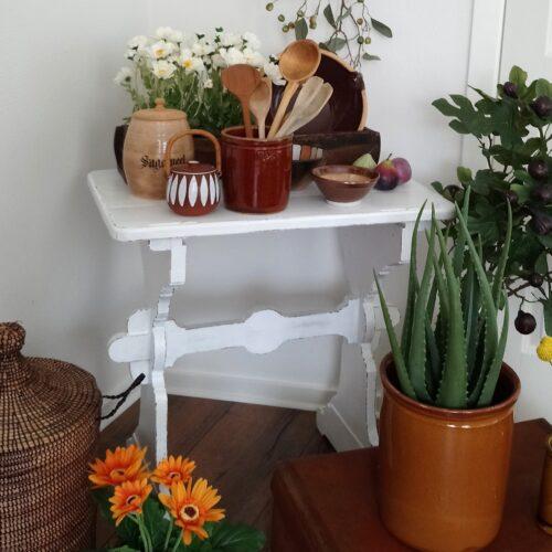 Lille hvidmalet bord