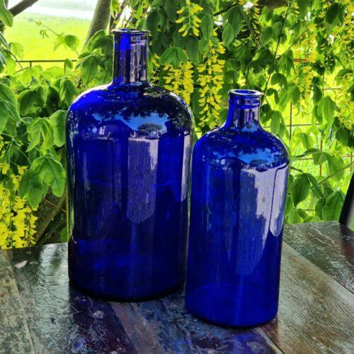 Smukke blå apoteker flasker