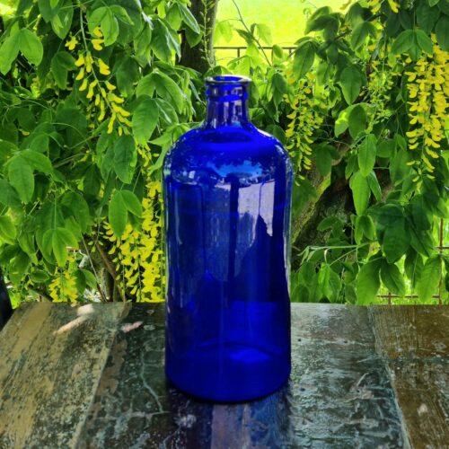 Stor blå apoteker flaske