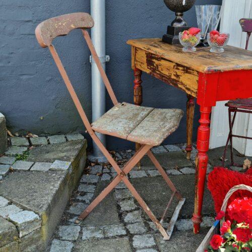 Flot klapstol i jern og træ