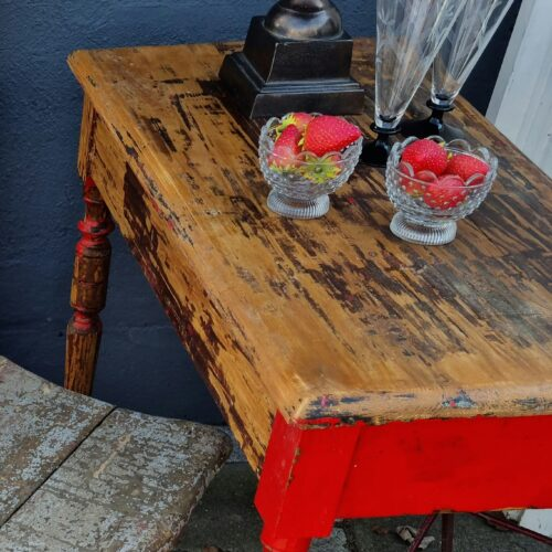Lille bord med flot patinering