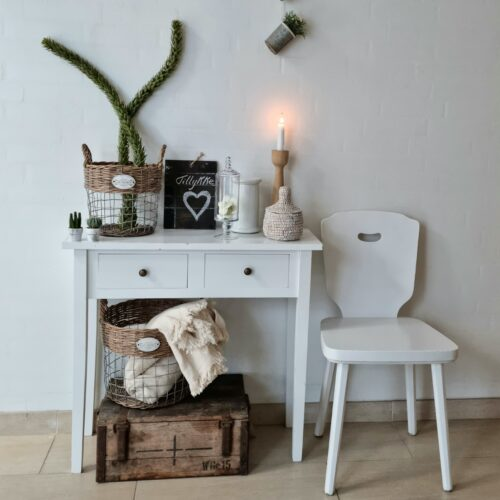 Fint hvidt konsolbord med skuffer