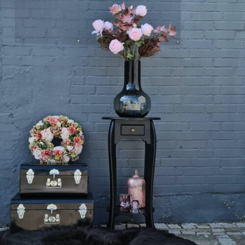 Elegant sort blomsterbord