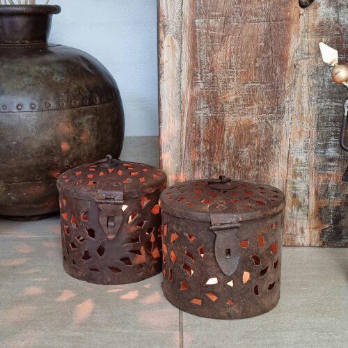 Lanterne med fint hulmønster